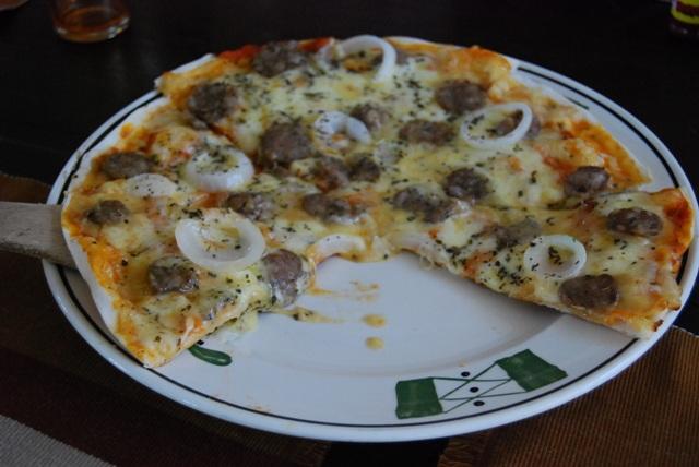 Ilocandia Pizza with Longganisa slices