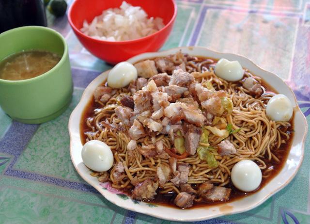 Noodle Fight Batil Patung Vs Pancit Cabagan Blauearth